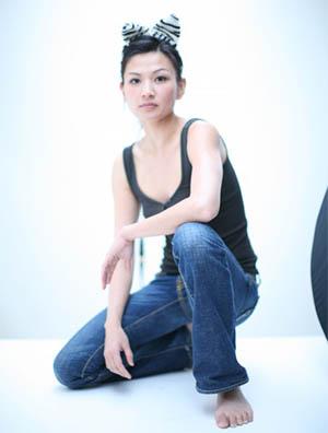 Michelle Krusiec Kneeling Photographer: Mimi Haddon
