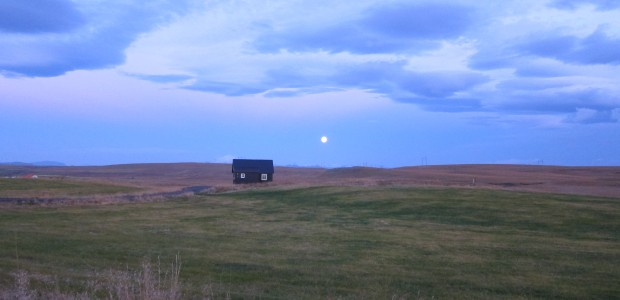 The cottage where I stayed and a full moon.